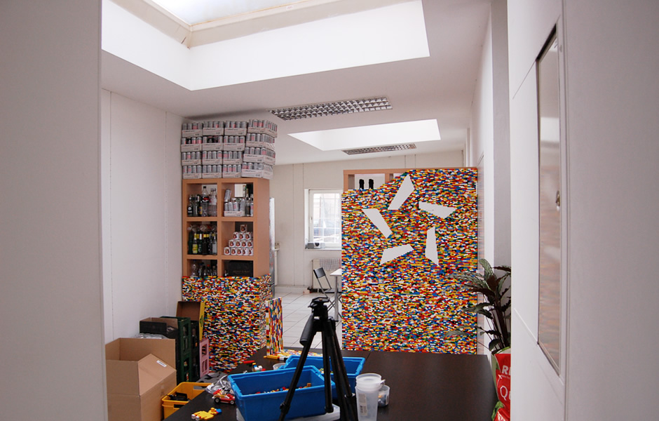 Son Lego-Projekt führt zu Chaos...