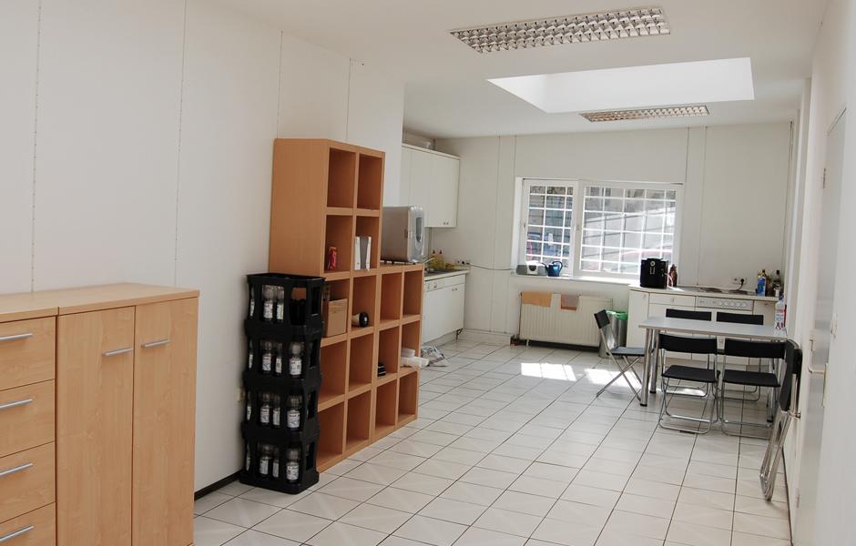 NPIRE Küche unvollständig mit Mini-Kühlschrank und Co.